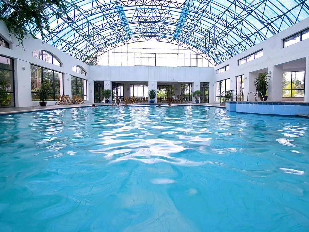 Mái che Polyme - giải pháp hoàn hảo cho không gian bể bơi